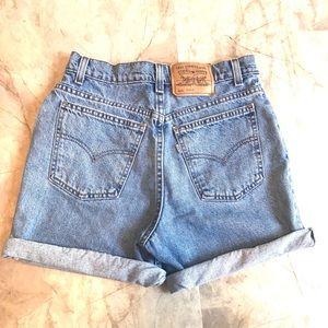 Vintage Levi's 905 high waisted shorts